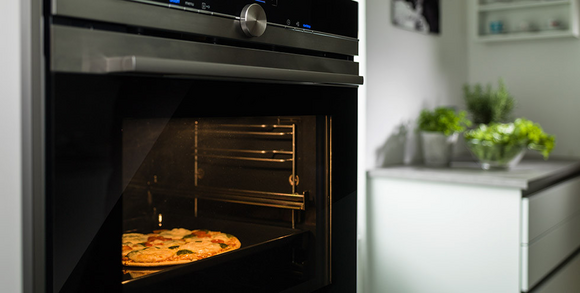 Pizza im Backofen zubereiten