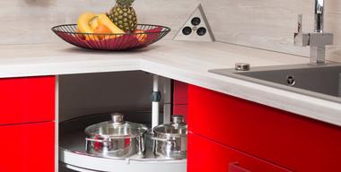 Küchen Renovieren mit roten Fronten.jpg