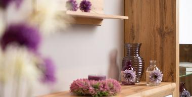 Detailaufnahme von lila Dekoration.jpg