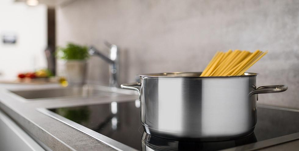 Spaghetti am Induktionsherd kochen