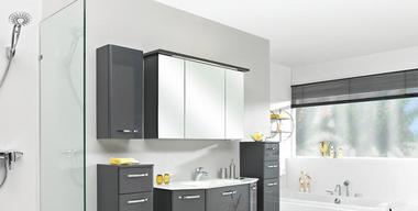 Moderne Badezimmereinrichtung in Weiß-Grau.jpg
