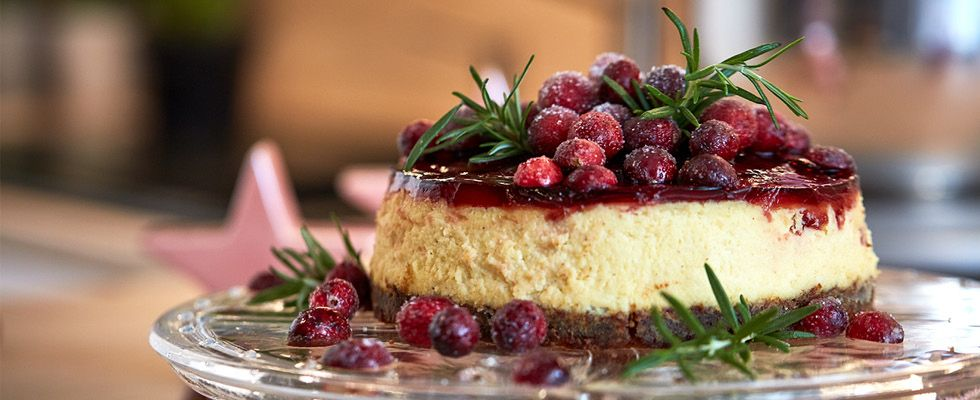 Cheesecake s brusnicami a vínovým želé