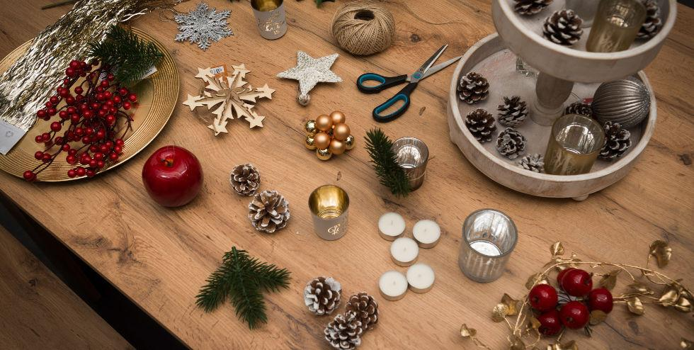 Flatlay mit wunderschöner Weihnachtsdeko.jpg