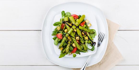 leichter frühlingssalat mit spargel