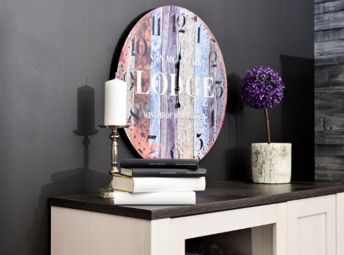 Farbenfrohes Wandbild über Minimalistischer Kommode