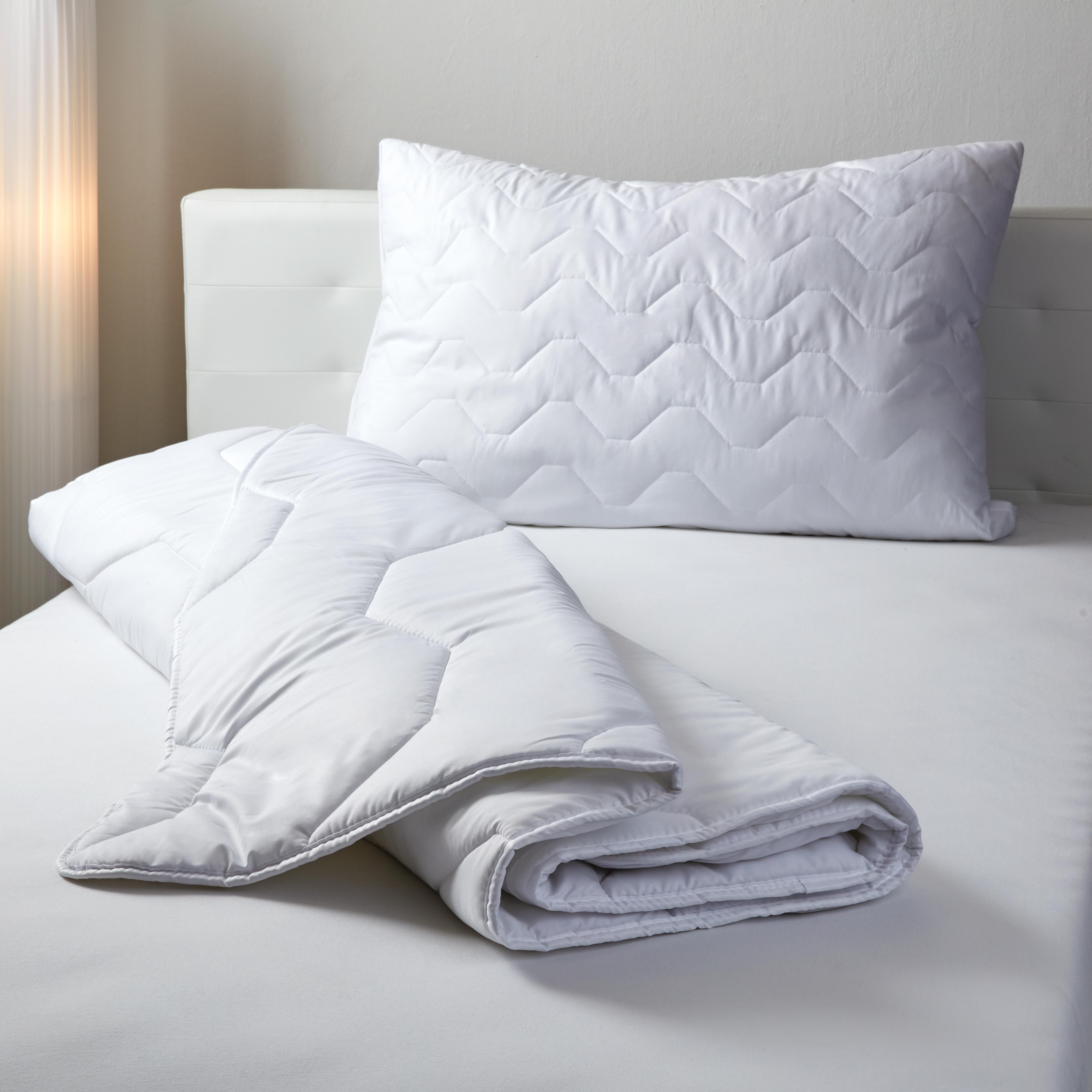 Bettdecke auf Bett