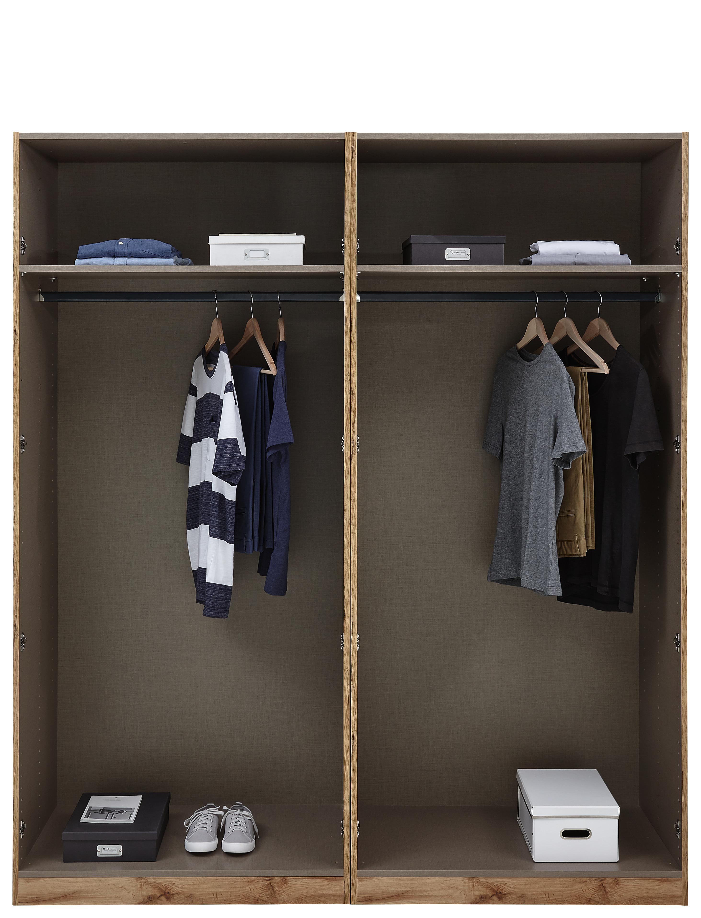 Offener Kleiderschrank mit Kleiderstangen und Einlegeböden