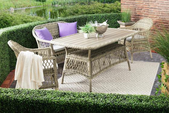 Loungegarnitur in Flechtoptik mit großem Tisch