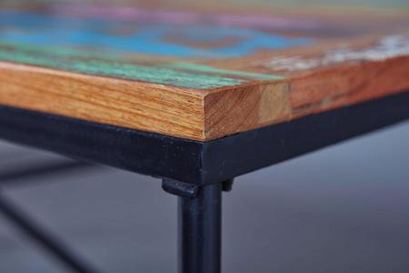 Tisch aus Metall und Holz im Shabby-Chic-Look