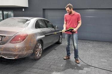 Auto mit dem Hochdruckreiniger saubermachen