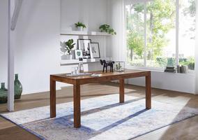 Rustikaler Tisch mit klaren Linien