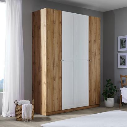 Schlafzimmerschrank mit vier Türen