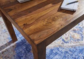 Tisch mit Holzmaserung