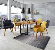 Esszimmereinrichtung mit Massivholztisch und modernen Stühlen