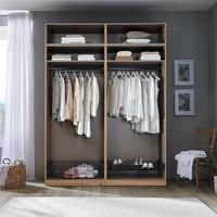 Kleiderschrank mit komfortabler Innenausstattung