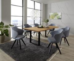 Modernes Wohnzimmer mit großem Esstisch